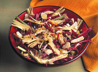 Carciofi e radicchio in insalata