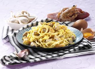 Ricetta Spaghetti alla carbonara con tonno e spada