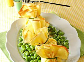Fagottini di crepes con favette