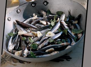 Alici all'aglio in padella