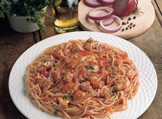 Spaghetti al sugo con filetti di cernia