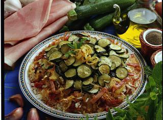 Zucchine alla menta sul riso