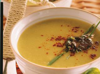 Zuppa di piselli e baccelli