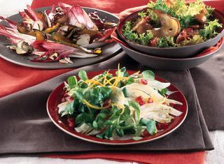 Insalata riccia con castagne, pancetta e pere