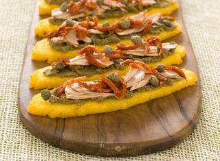 Crostini di polenta alla giardiniera
