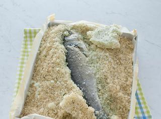 Branzino cotto al sale