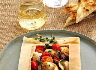 Ricetta Bocconcini di spigola con capperi, olive e pomodorini