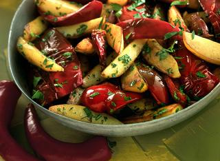 Patate e peperoni saltati in padella