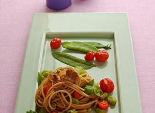 Spaghetti integrali con fave e bottarga