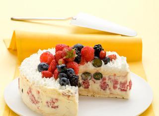 Torta meringata con i frutti di bosco