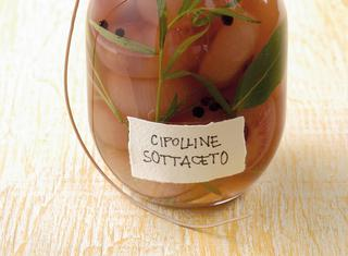 Cipolline sottaceto e giardiniera