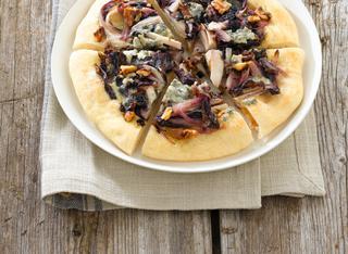 Pizza con trevisana e gorgonzola