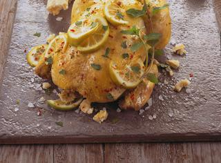 Pollo al limone in crosta di sale