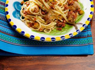 Spaghetti aglio, olio e salsiccia
