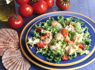 Capesante con insalata riccia