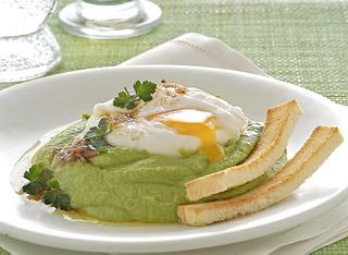Purè verde con uovo in camicia