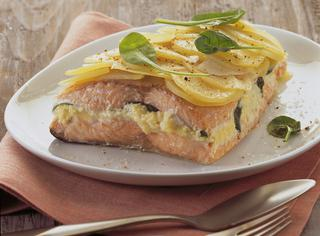 Sandwich di salmone in crosta di patate e sale