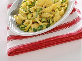 Pasta con pesto di zucchine e mandorle