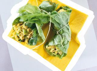 Fagottini di lattuga con insalata di pollo