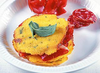 Crostini di polenta con salumi