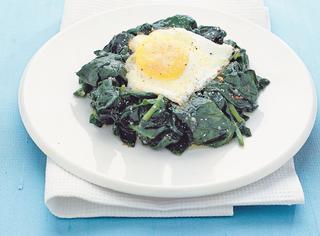 Uova al forno con spinaci