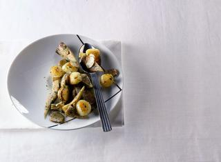Topinambur, patate e carciofi stufati