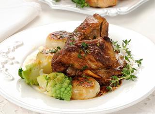 Ricetta Agnello con cipolline e broccolo romanesco