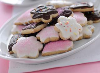Ricetta Biscotti glassati con confetti e cioccolato