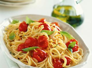 Ricetta Spaghetti con ciliegini, basilico e limone