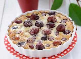 Clafoutis di ciliegie tradizionale francese