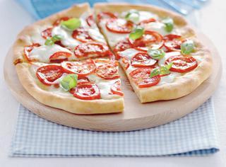 Ricetta Pizza Margherita con bufala e pomodoro fresco