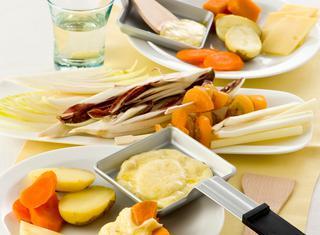 Raclette con verdura e frutta