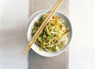 Ricetta Insalata di spaghetti di soia tiepida o fredda
