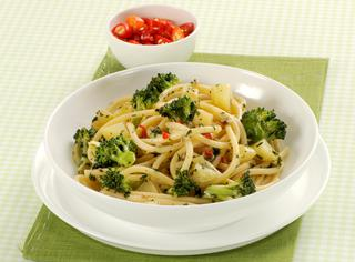 Bucatini con patate e broccoli al peperoncino
