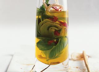Ricetta Olio alla cipolla, basilico e peperoncino