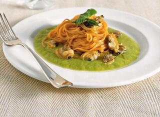Ricetta Tagliolini alle vongole e crema di asparagi