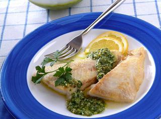 Pesce persico al vino bianco in salsa