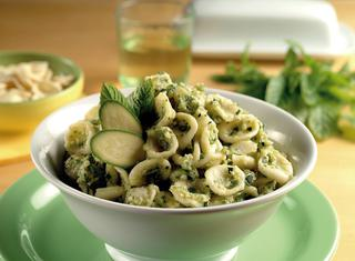Ricetta Orecchiette al pesto di zucchine