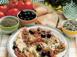 Spada con olive e capperi
