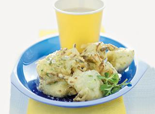 Ricetta Frittelle di pasta cresciuta con zucchine e semi di finocchio