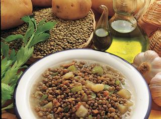 Zuppa di lenticchie patate e sedano
