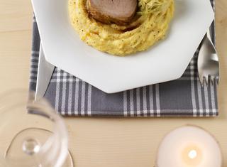 Filetto di maialino salmistrato con polenta di storo e verza