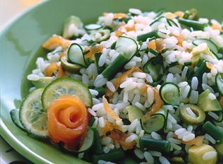 Insalata di riso con fagiolini e salmone affumicato
