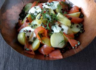 Insalata di patate con salmone affumicato