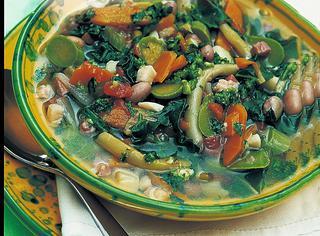 Minestrone di verdure al pesto genovese