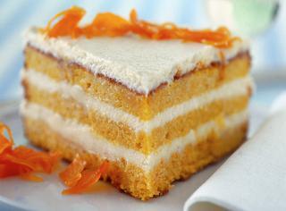 Torta soffice di carote con le mandorle