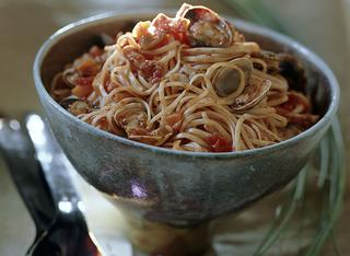 Linguine alle vongole in rosso