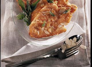 Ricetta Petti di pollo dorati alle mandorle