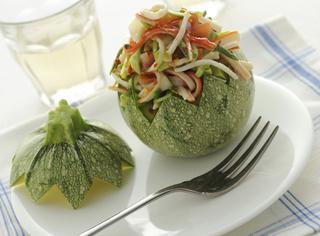 Ricetta Zucchine ripiene con insalata di surimi