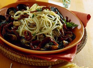 Spaghetti con le cozze e le olive